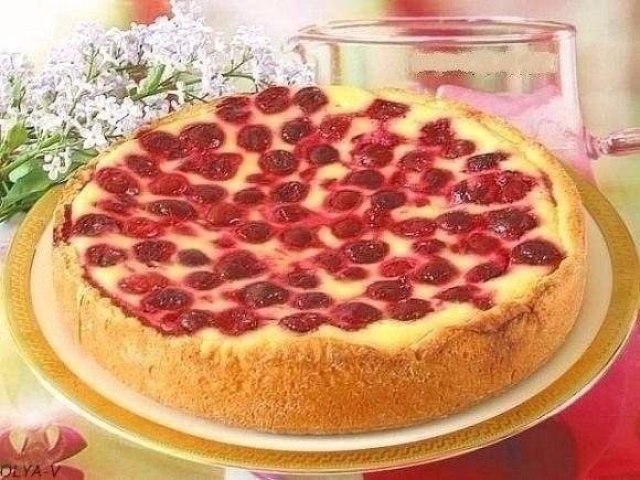Фото к рецепту: Пирог-сметанник с ягодами