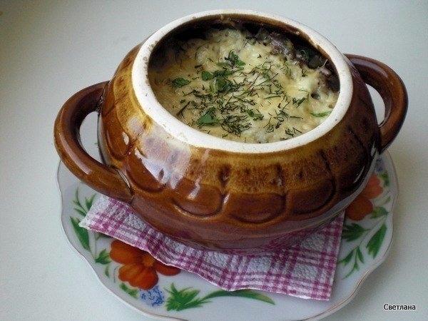 Фото к рецепту: Фрикадельки с картошкой и грибами под сыром