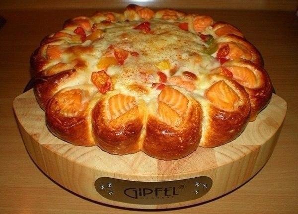 Фото к рецепту: Красивый рыбный пирог