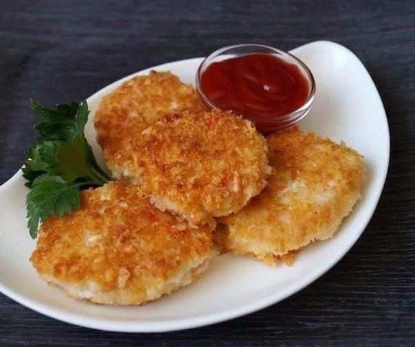 Фото к рецепту: Котлеты из крабовых палочек с сыром