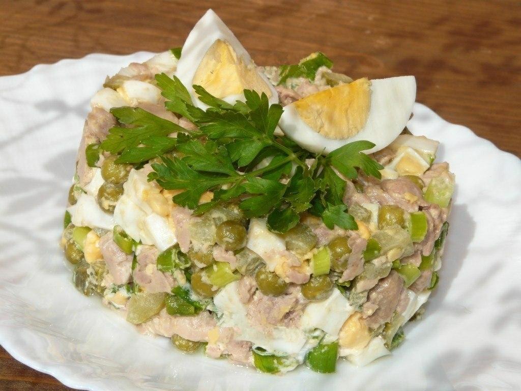 Салат с треской и огурцом