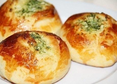 Фото к рецепту: Чесночные булочки