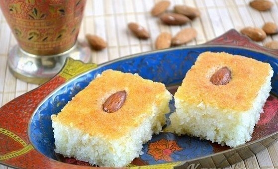 Фото к рецепту: Басбуса - известная арабская сладость