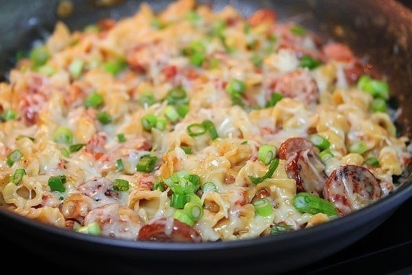 Фото к рецепту: Паста с пряными колбасками