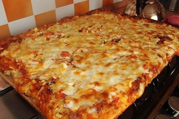 Фото к рецепту: Вкуснющая быстрая пицца