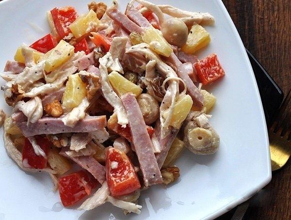 Фото к рецепту: Салат с ветчиной и болгарским перцем