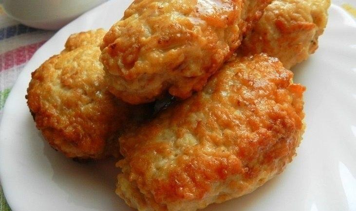 Фото к рецепту: Супер пышные котлетки из куриного фарша с овсяными хлопьями