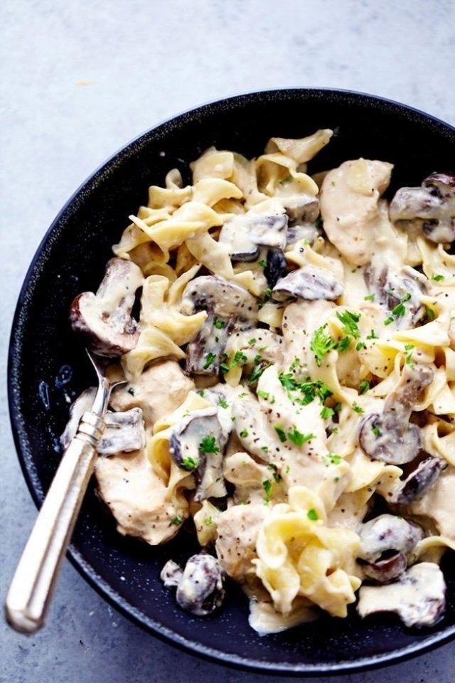 Фото к рецепту: Сливочная паста с шампиньонами и курицей