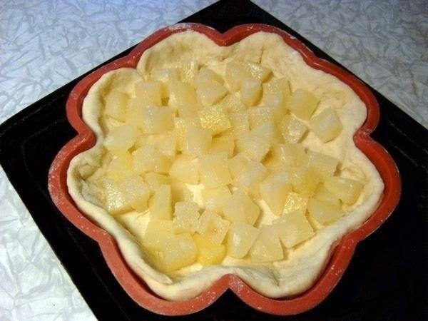Фото к рецепту: Творожный пирог с ананасами