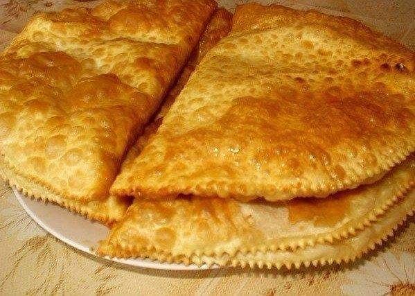 Фото к рецепту: Чебуреки на кефире с картошечкой и сыром