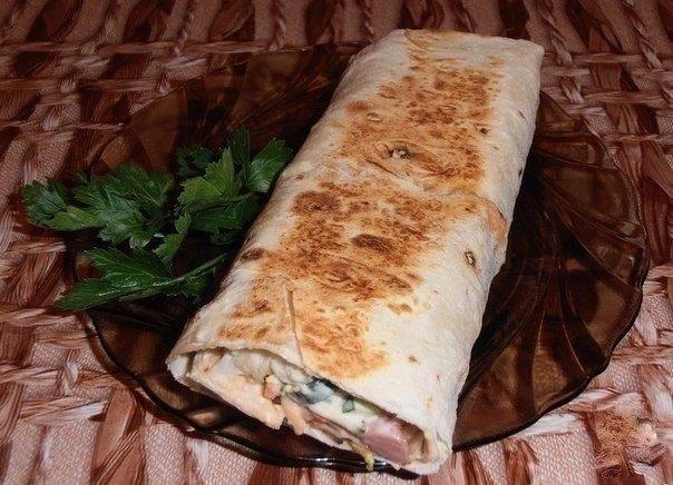Фото к рецепту: Шаурма с колбасой
