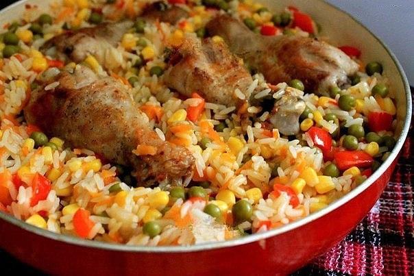 Фото к рецепту: Курица с рисом и овощами по-каталонски.