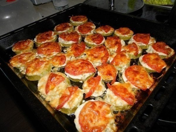 Фото к рецепту: Кабачки под сыром. быстро и вкусно.