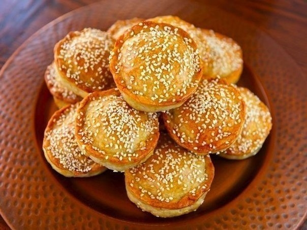Фото к рецепту: Мини - пироги с мясом и рисом