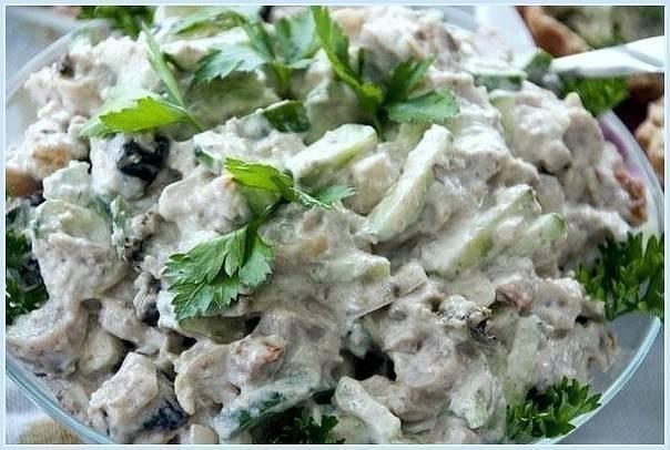 Фото к рецепту: Сытный, но легкий салатик