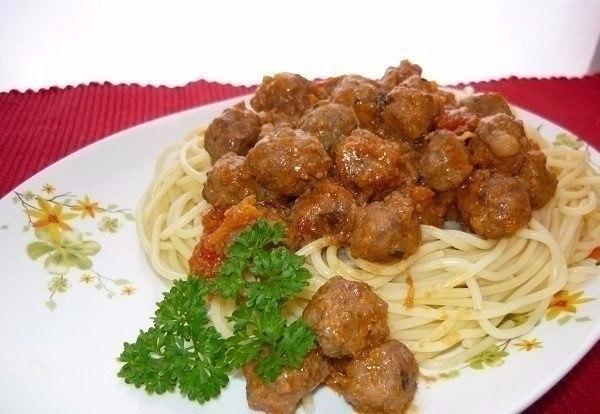 Фото к рецепту: Спагетти с фрикадельками