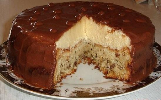 Фото к рецепту: Вкус крема похож на мороженое, а с нежным бисквитом и глазурью, это еще вкуснее.