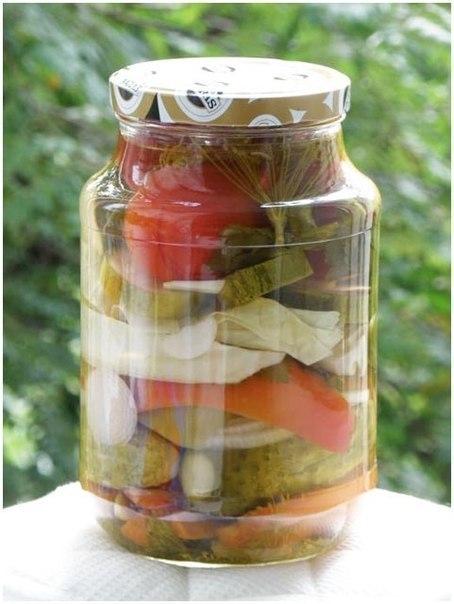 Фото к рецепту: Овощное ассорти огород в банке