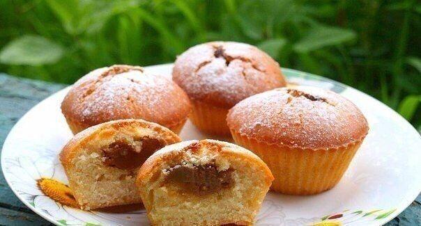 Фото к рецепту: Рецепт приготовления кексов со сгущенкой