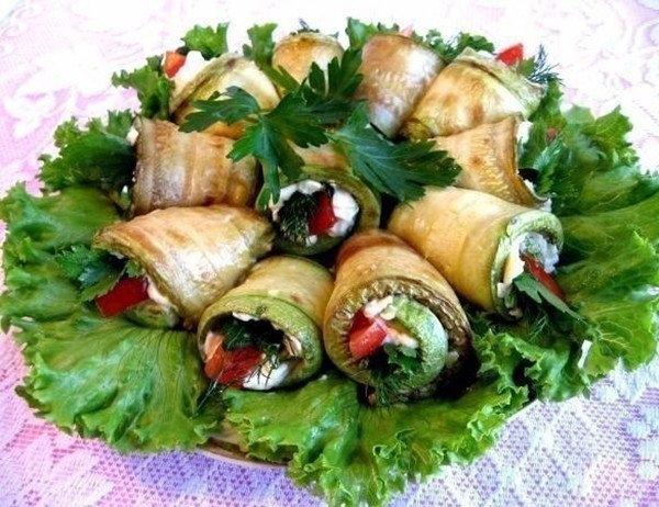 Фото к рецепту: Рулетики из кабачков с плавленым сыром