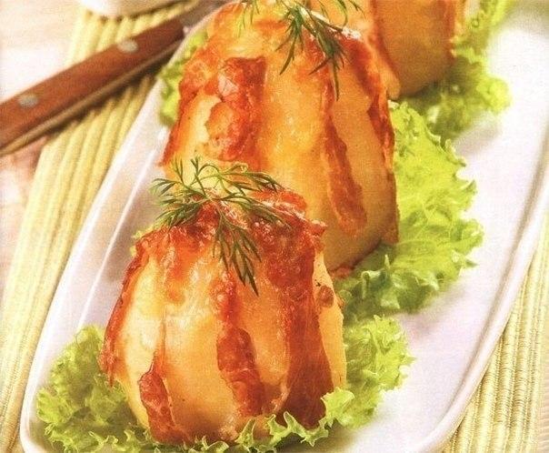 Фото к рецепту: Картофель запеченный в фольге с сыром и ветчиной