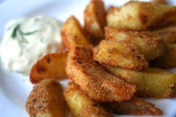 Фото к рецепту: Потрясающе вкусный картофель в панировке с пряностями.