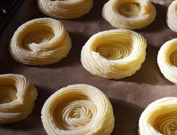 Фото к рецепту: Картофельные гнёзда с курицей