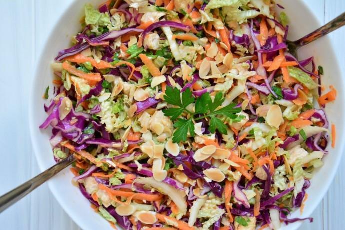 Куриный салат по-тайски с капустой и морковью