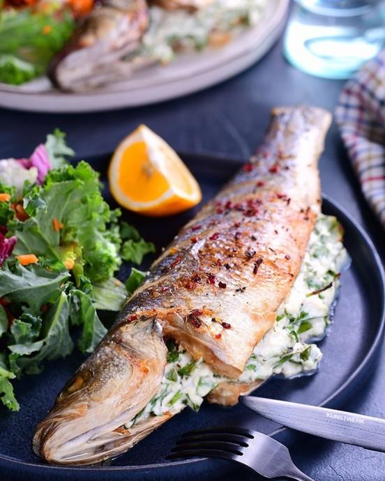 Сибас, фаршированный шпинатом и рикоттой