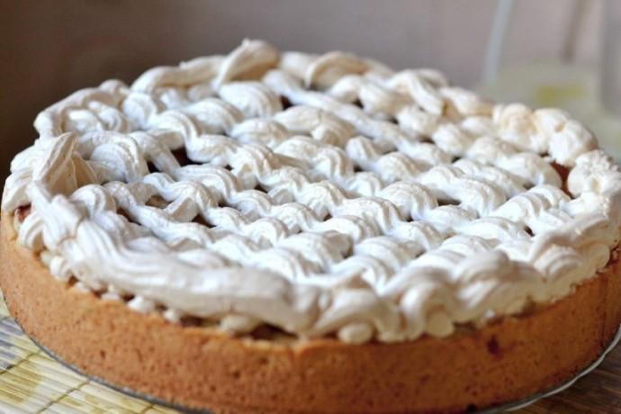 Пирог с грушами и безе 0