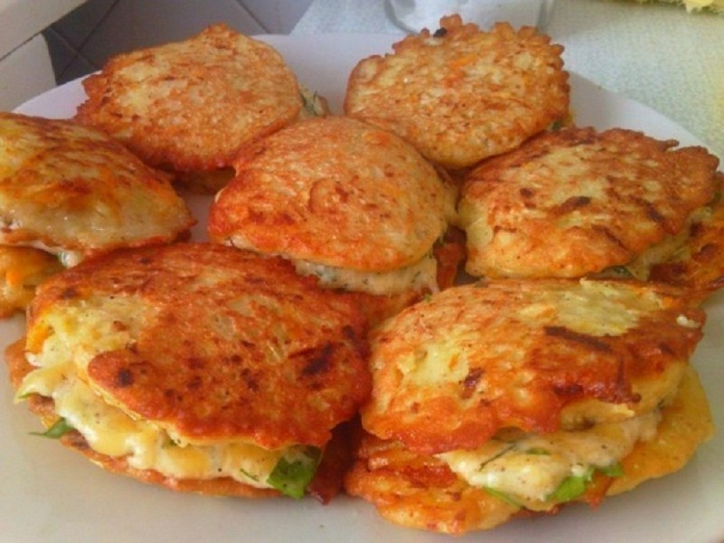 Ароматные оладушки из кабачков с сыром и чесноком 0